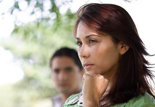 signs of infidelity - distant in relationship
